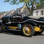Rétro-puces et exposition de véhicules anciens sur le port Plérin